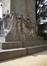 Onze-Lieve-Vrouwvoorplein, Monument van de onbekende Franse soldaat, gesneuveld op Belgische Bodem tijdens de oorlog van 1914-1918, beeldhouwwerk aan rechter kant, 2017