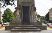 Onze-Lieve-Vrouwvoorplein, Monument van de onbekende Franse soldaat, gesneuveld op Belgische Bodem tijdens de oorlog van 1914-1918, beeldhouwwerk aan achterkant, 2017