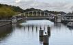 Pont ferroviaire et vestige de pont tournant