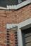 Rue Frédéric Pelletier 99, jeu de briques marquant l'ancrage du parapet du balcon, 2011