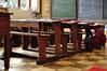 Avenue de Roodebeek 103, École no 13, détail des pupitres d'une classe de primaires classée , 2011
