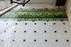 Tegelfries van wadende reigers in groengrisaille gefabriceerd door Boch frères, 2013