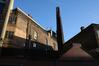 Rue des Ailes, vue de l'ancienne meunerie et de sa cheminée en intérieur d'îlot, 2014