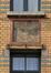 Rue de la Consolation 87, sgraffite entre les fenêtres de la travée d'entrée, 2012