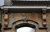 Avenue Rogier 150, détail de l'entablement, 2011