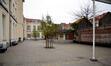 Avenue Dailly 124, ancienne école n° 9, actuel lycée Émile Max 2, cour, vue vers le petit côté du bâtiment en T, 2012