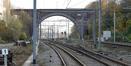 Pont-viaduc enjambant le chemin de fer