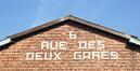 Rue des Deux Gares 6, pignon publicitaire à briques, 2017