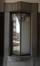 Rue Léon Delacroix 26-28, vitrine dans le passage, 2016