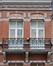 Avenue Alexandre Bertrand 44, détail du tympan deuxième étage et de la corniche, 2016