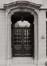rue des Éperonniers 34, détail porche, 1980