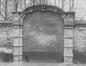 Mellerystraat portiek uit 1688 ingewerkt in de omheiningsmuur van het Koninklijk domein omstreeks 1971© (© KIK-IRPA Brussel)