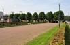 Avenue des Sports, vue depuis la zone de parking sud© ARCHistory / APEB, 2011