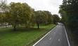 Vue de l'ancienne avenue de Meysse, aujourd'hui autoroute A12, depuis la passerelle piétonne vers le sud-est© ARCHistory / APEB, 2018
