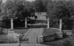 Vue de l'entrée du square du Vingt-et-un-juillet avant son réaménagement dans les années 1930© (coll. Eric Christiaens/Laca)