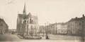 Vue de la place Lehon vers l'église Saint-Servais© (Collection Dexia Banque-ARB-RBC)