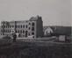 Avenue des Armures, vue sur l'Institut Sainte-Ursule en construction, s.d. (vers 1904)© Archives de l'église paroissiale Saint-Augustin de Forest, album classeur  Saint-Augustin, Dossier 1