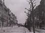 Avenue des Armures en direction de la place Altitude Cent avec, à gauche, l'Institut Sainte-Ursule, s.d. (vers 1925)© Archives de l'église paroissiale Saint-Augustin de Forest, album classeur  Saint-Augustin, Dossier 1