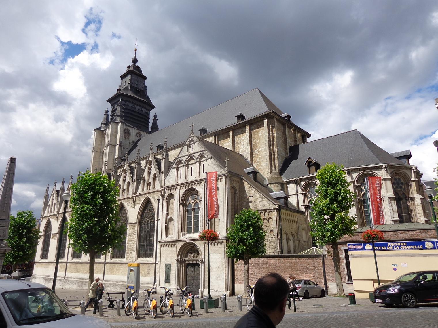 Place de la Chapelle, église paroissale Notre-Dame de la Chapelle, 2015
