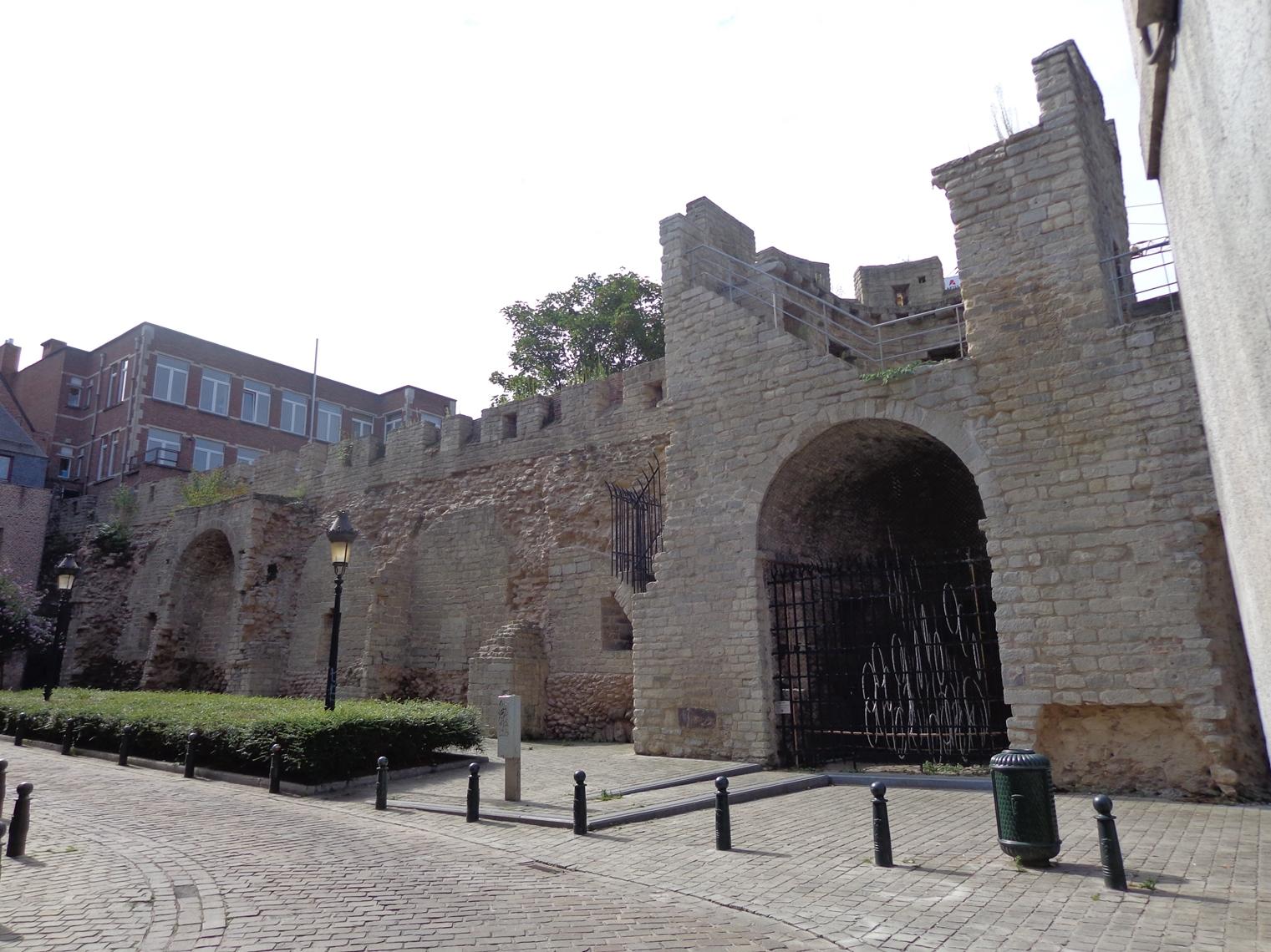 Rue de Villers, Tour de Villers, vestiges d'une tour et d'une partie du mur de la première enceinte, 2015