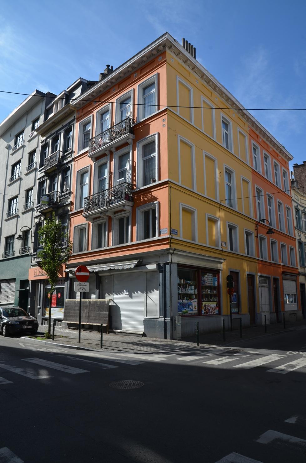 Angle Rue de la Caserne 52-54 - Rue des Foulons 6-8, 2015