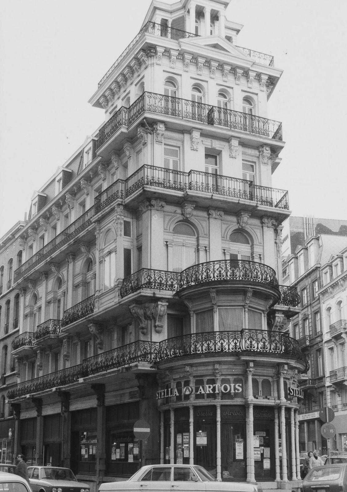 rue de la Croix de Fer 2-6, angle rue de l'Enseignement 1-5., 1981