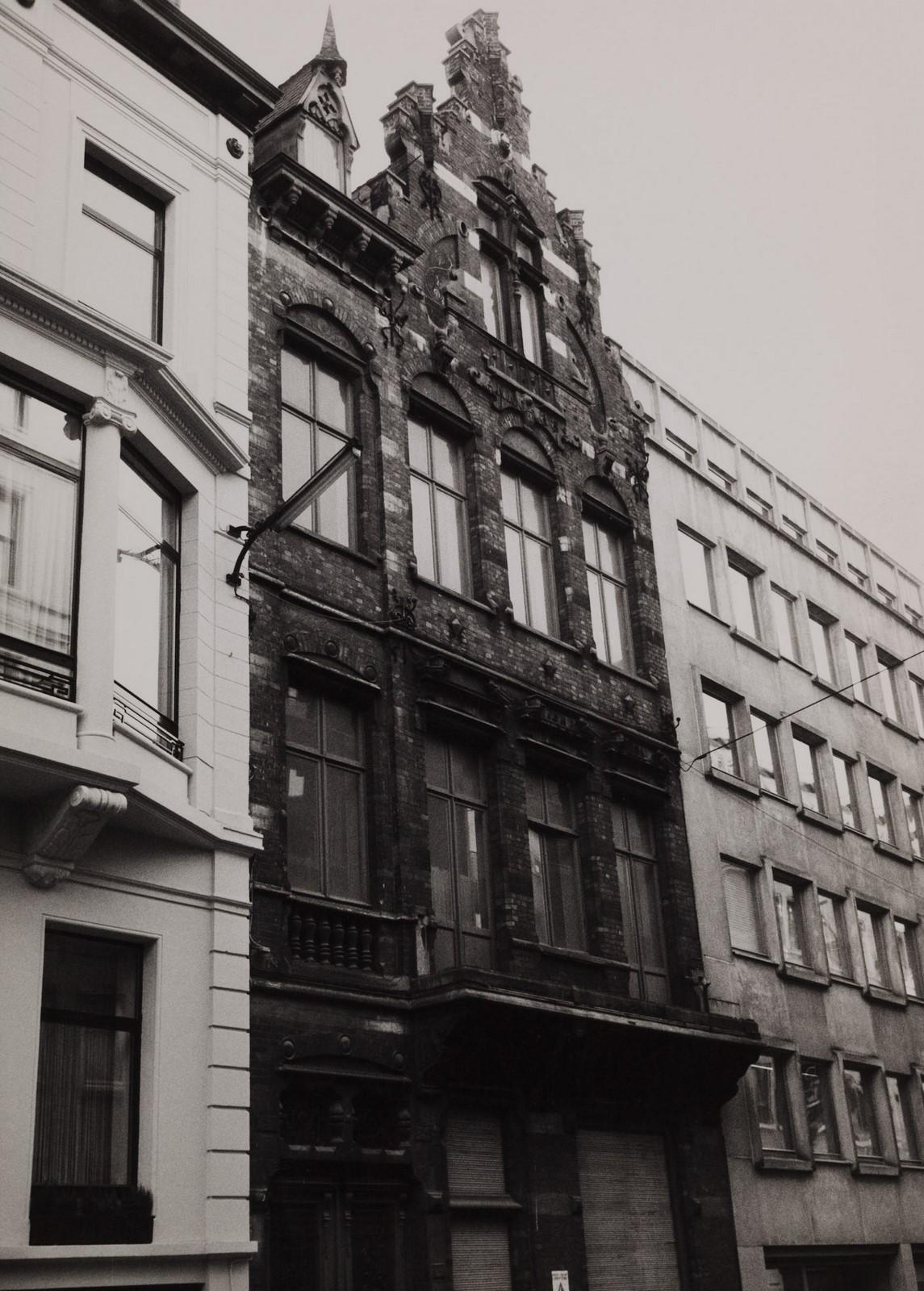 rue du Gouvernement Provisoire 17., 1984