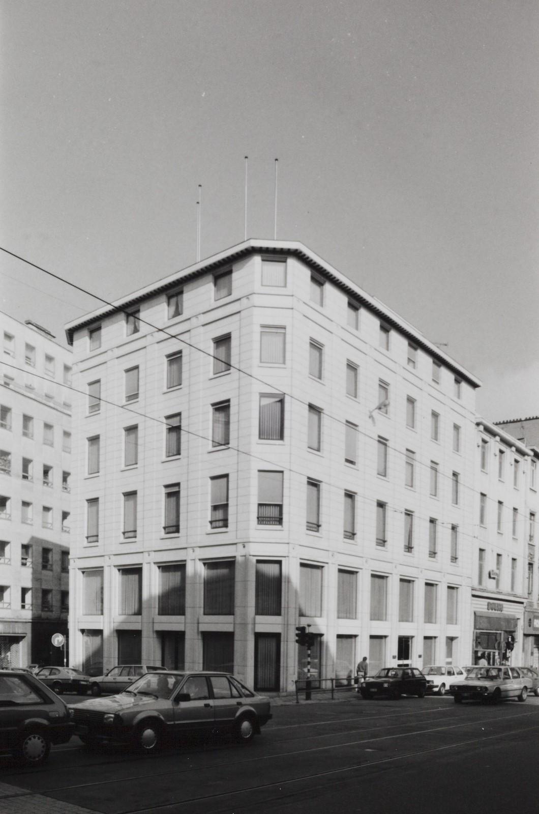 rue Royale 92-94-96a, angle Treurenberg et place de Louvain., 1990