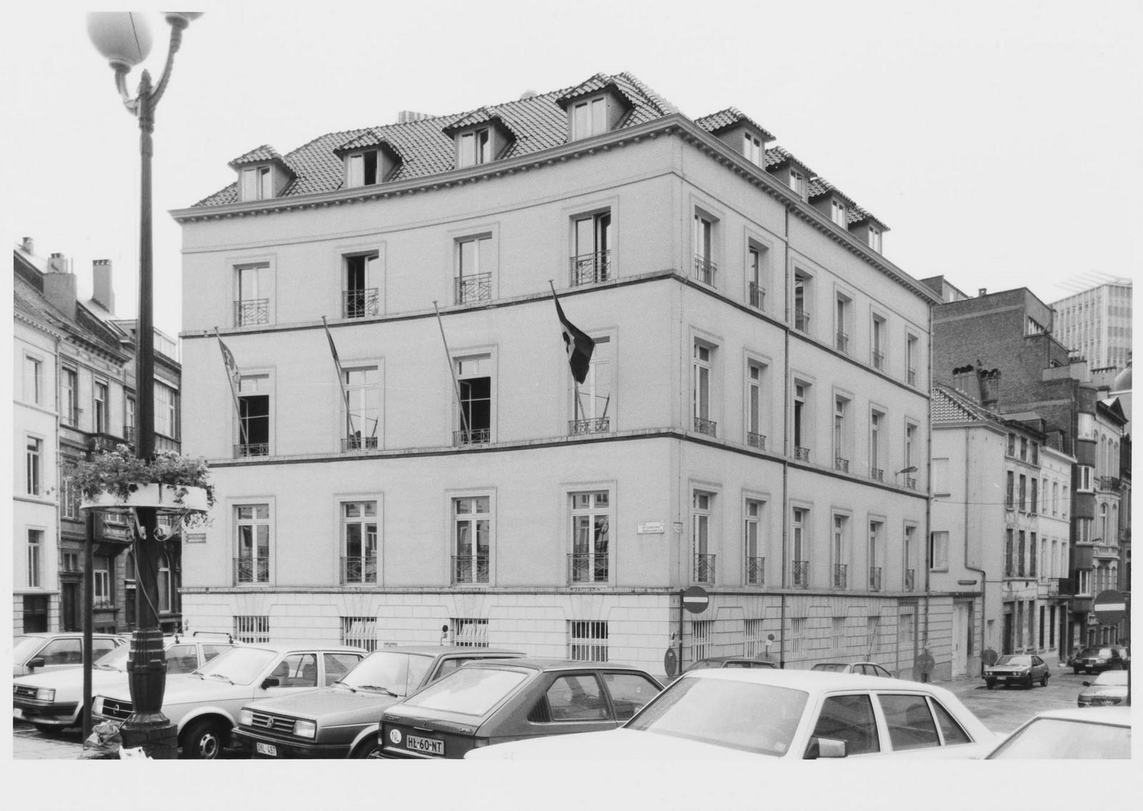 rue de la Sablonnière 30, angle place des Barricades., [s.d.]
