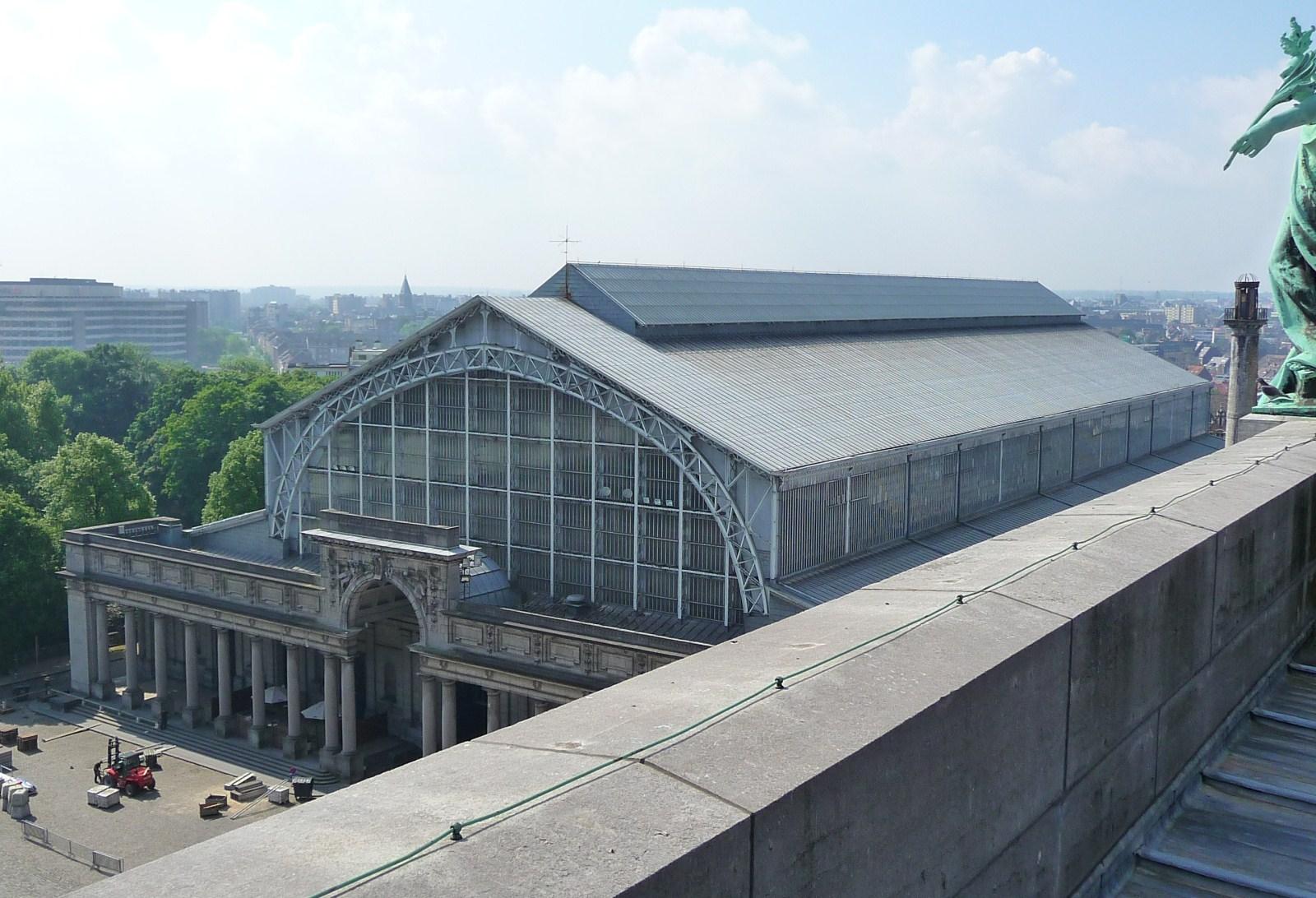 Autoworld, vue de la halle depuis le sommet de l'arcade du Cinquantenaire., 2010