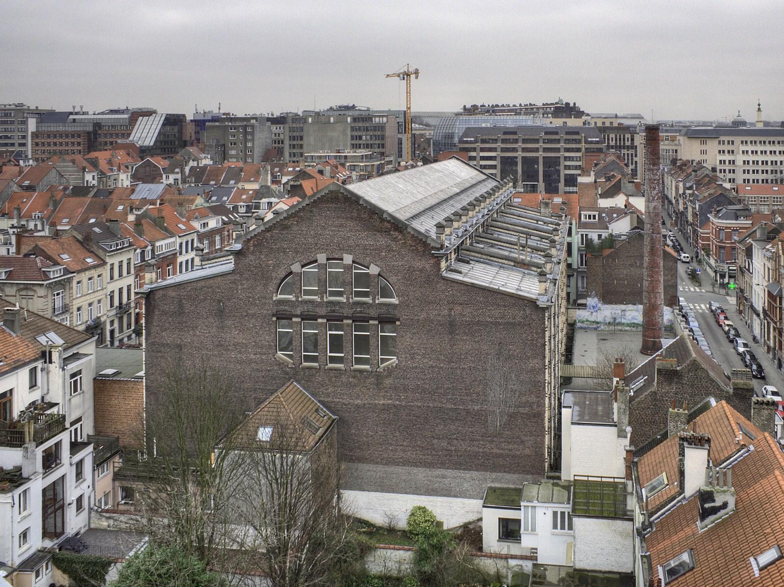 Rue Véronèse 21, ancienne école primaire no 19, aujourd'hui annexe fondamentale Émile Jacqmain – Alfred Mabille, vue depuis un immeuble du square Marguerite.© © V. Brunetta & M. Eberlin, 2009
