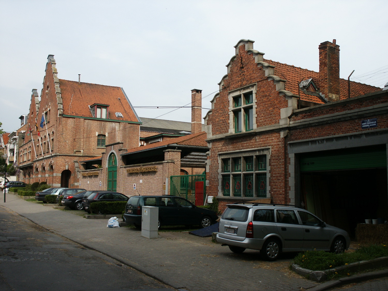 Champ du Vert Chasseur 19-20, Royal Étrier belge, façade principale, ailes D, E (avant-plan) et F,G (arrière-plan)., 2006