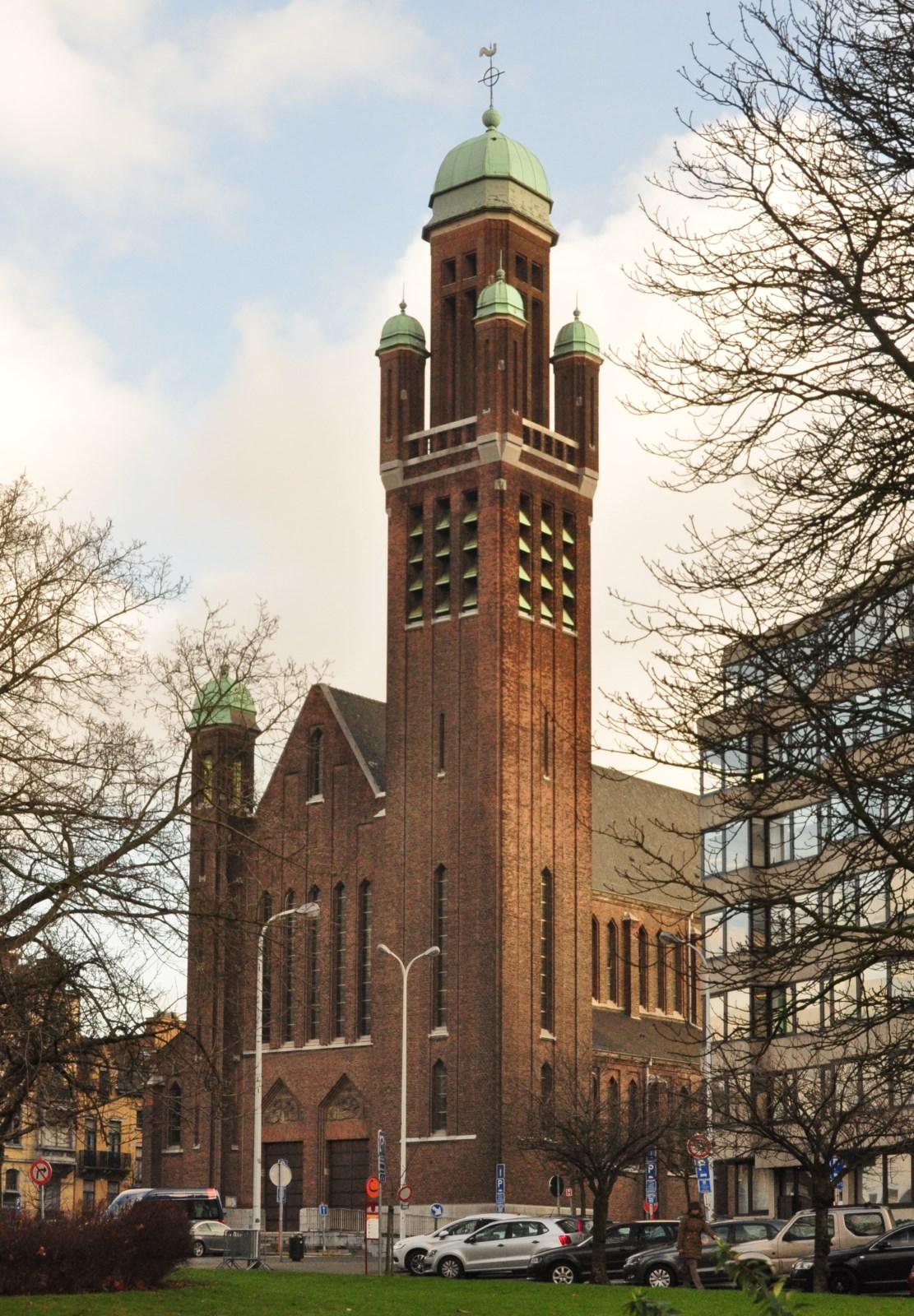 Square François Riga, église de la Sainte-Famille, 2012