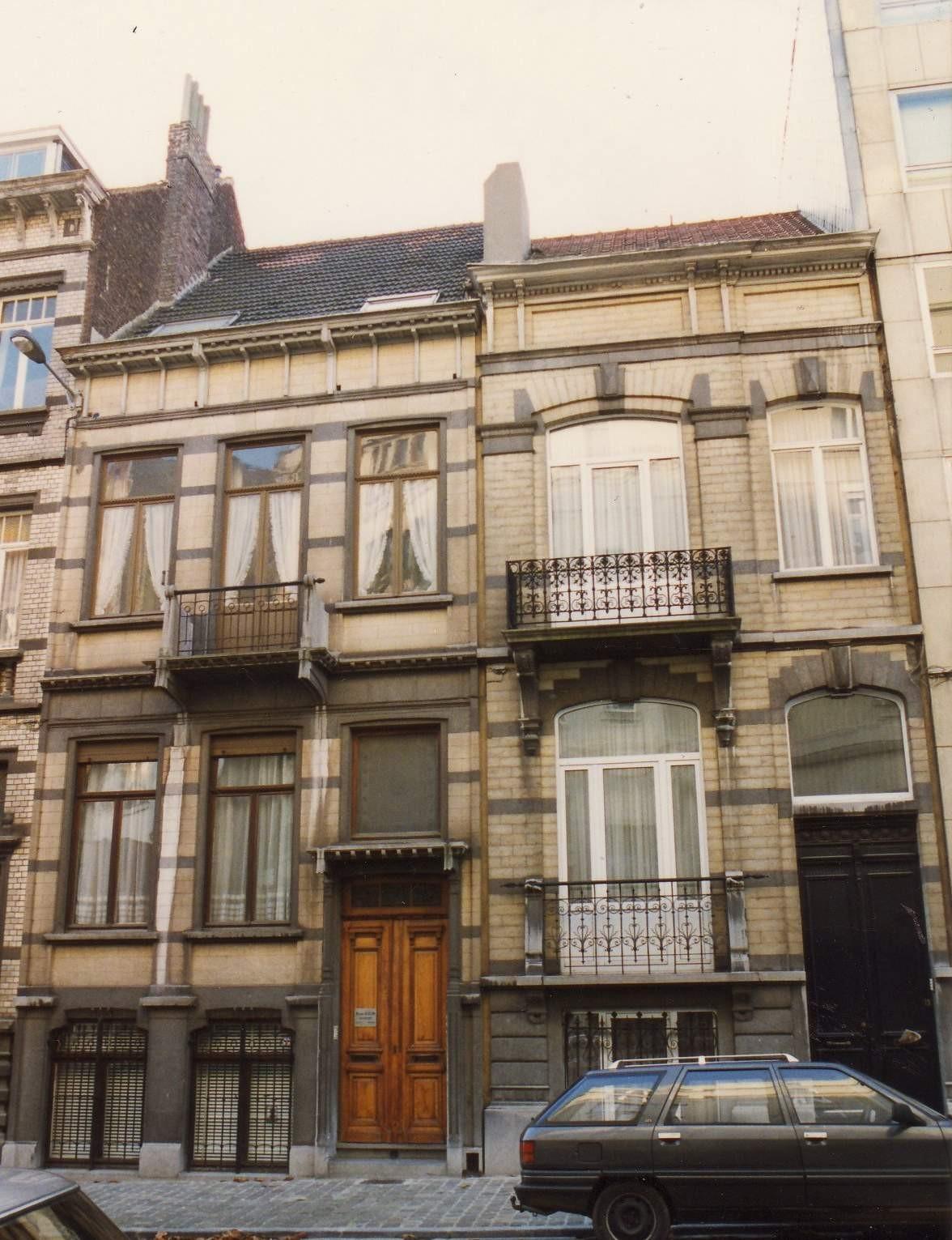Rue des Aduatiques 13 et 15 (à gauche)., 1993