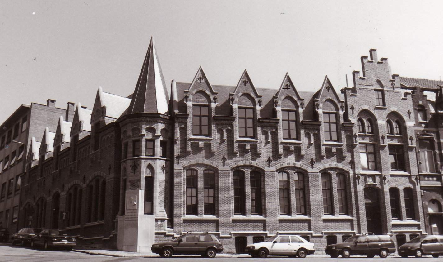 Rue Doyen Boone 2, anc. Cercle Catholique d'Etterbeek, act. Crèche Ste-Gertrude., 1994