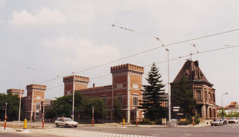 Boulevard Louis Schmidt 1-7. Ancien arsenal du Charroi, bâtiments A, B et G., 1994