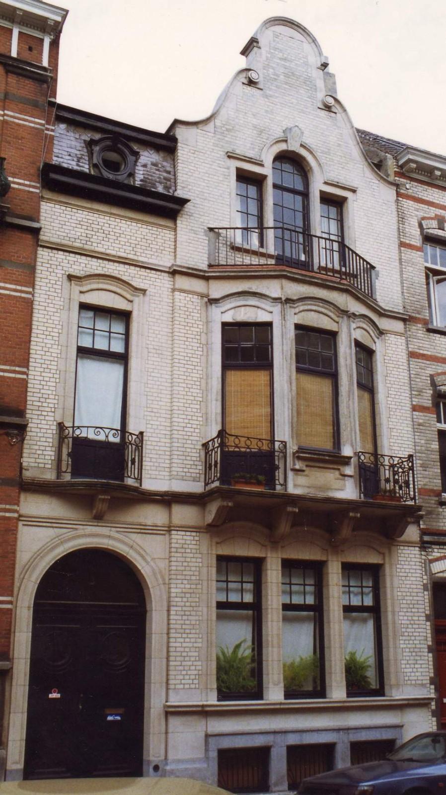 Rue Peter Benoit 17., 1993