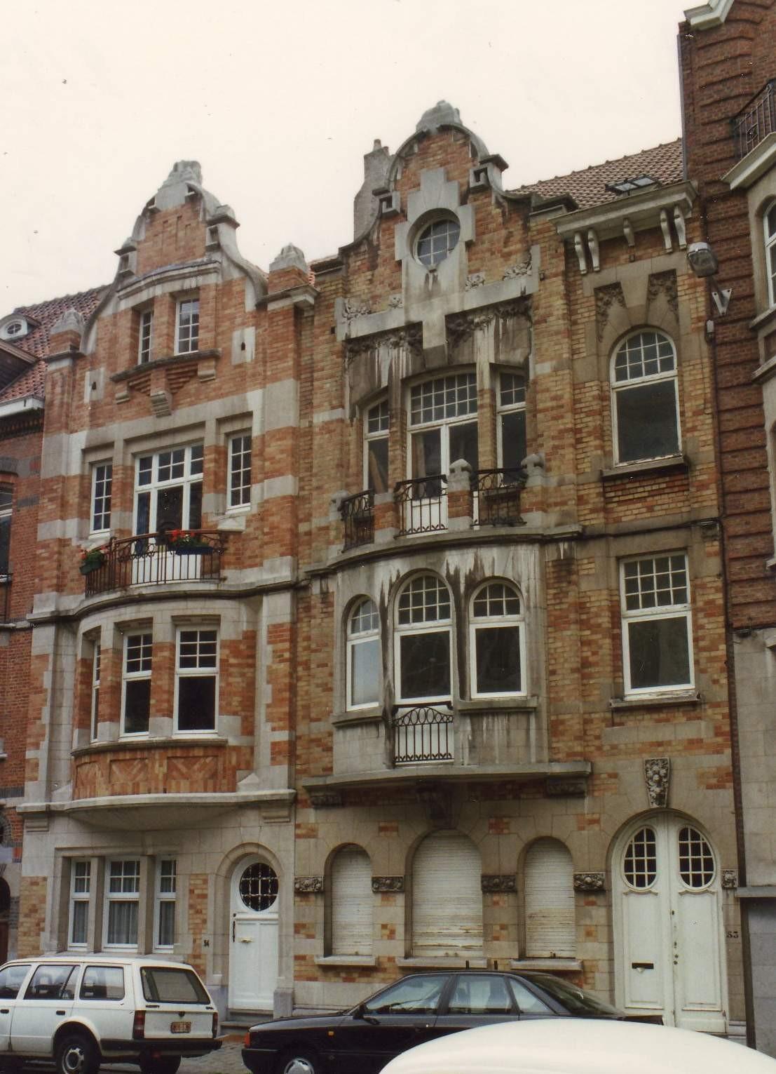 Place Saint-Antoine 53 et 54 (à gauche)., 1993
