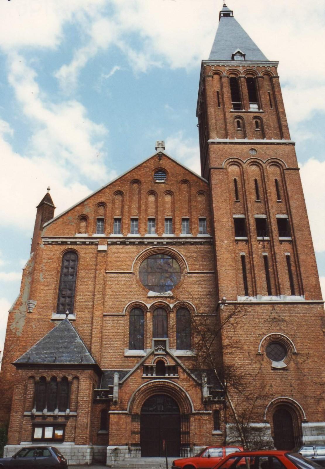 Rue de Tervaete. Eglise paroissiale Notre-Dame du Sacré-Cœur., 1994
