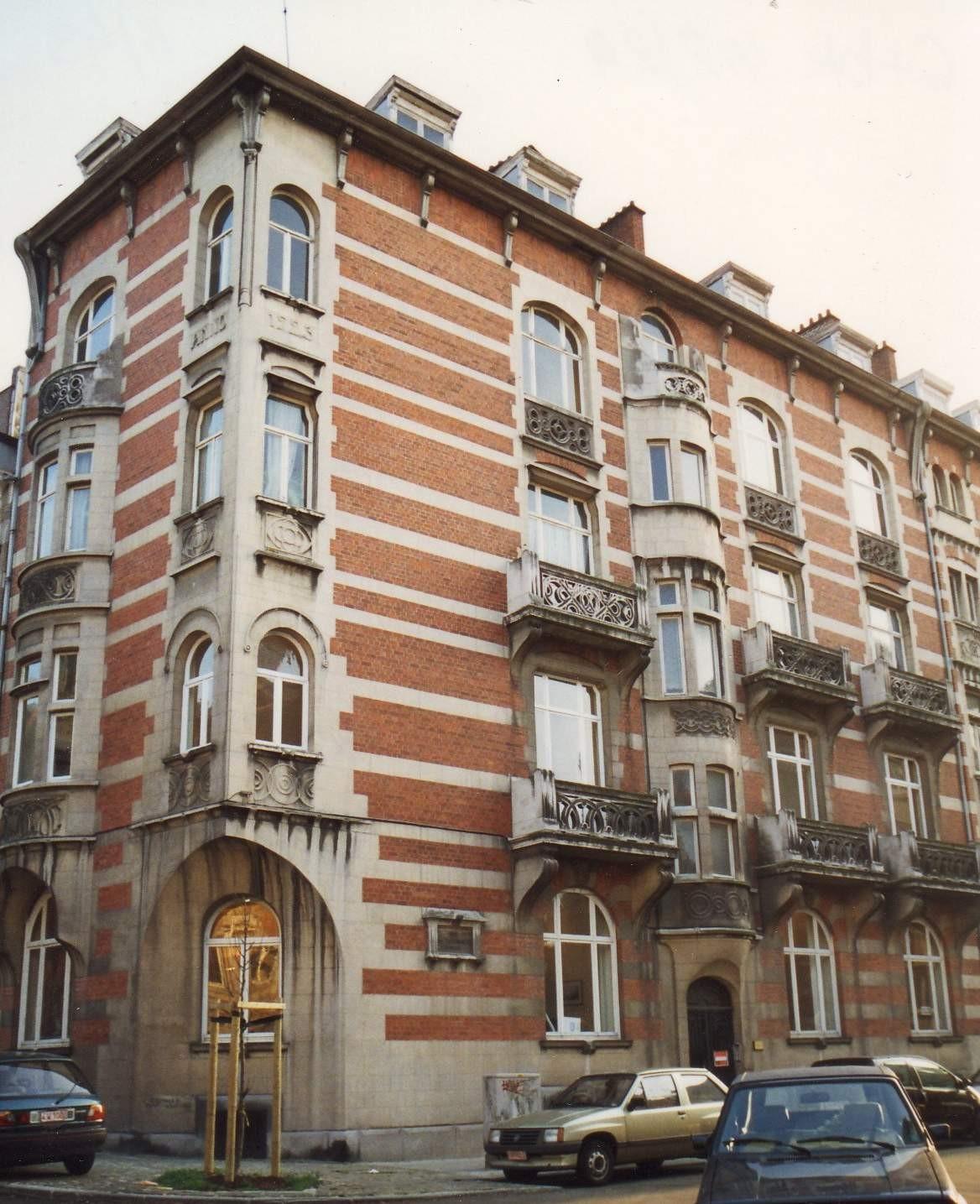 Rue des Taxandres 2 et 4 au coin de la rue des Aduatiques., 1993
