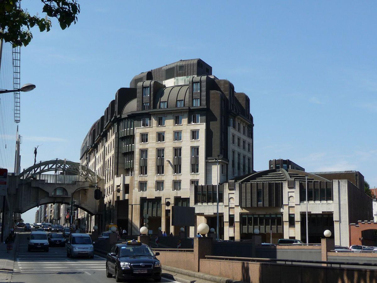 Van Maerlantgebouw en voetgangersbrug, 2009