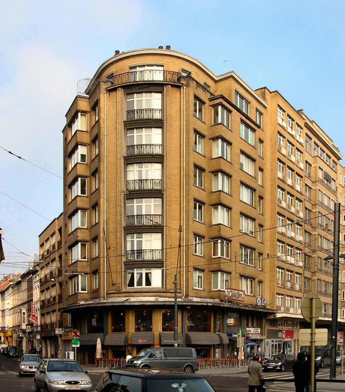 Place Eugène Flagey 11-12-13 – chaussée d'Ixelles 322-324, 2010