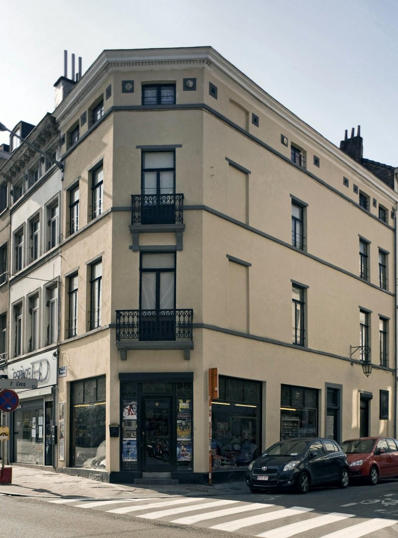 Place Fernand Cocq 1 – Rue Souveraine 2-4, 2011