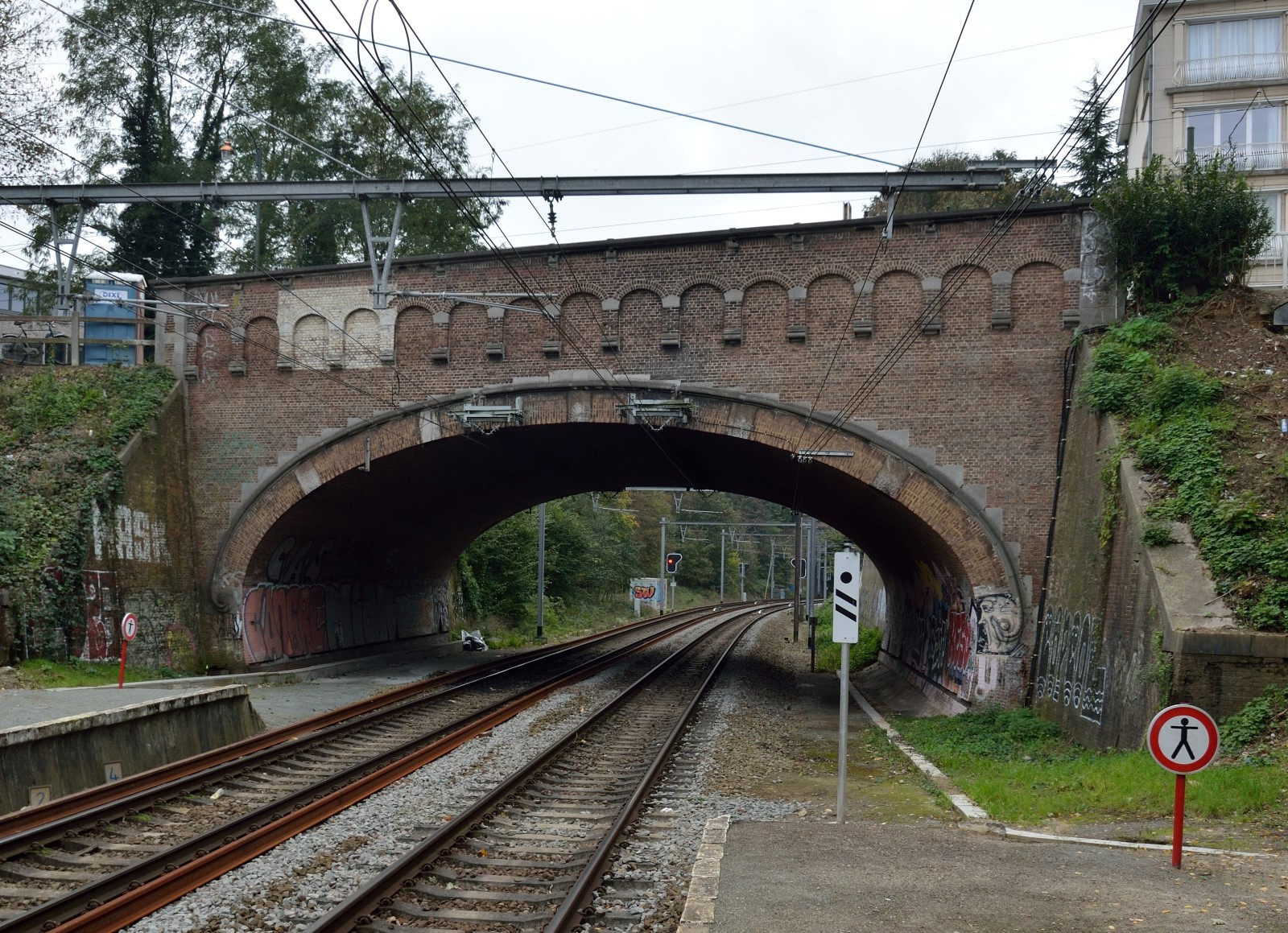Avenue de la Forêt, pont enjambant le chemin de fer, 2014