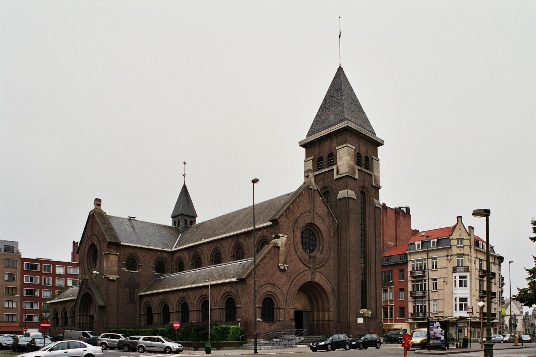 Place Georges Brugmann, église Notre-Dame de l'Annonciation, façades nord-est., 2005
