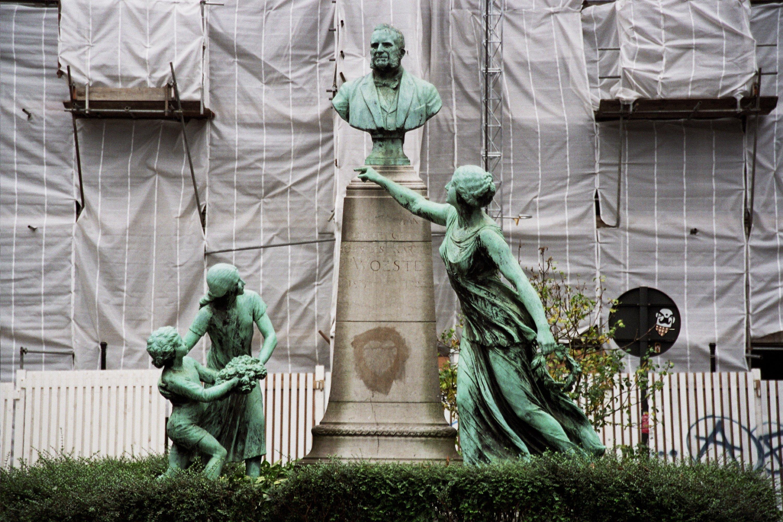 Rue de la Paix, Monument à Charles Woeste., 2009