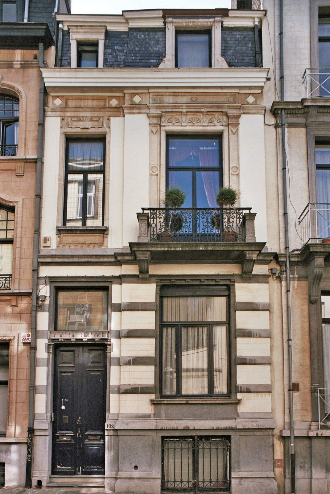Rue Souveraine 102., 2009