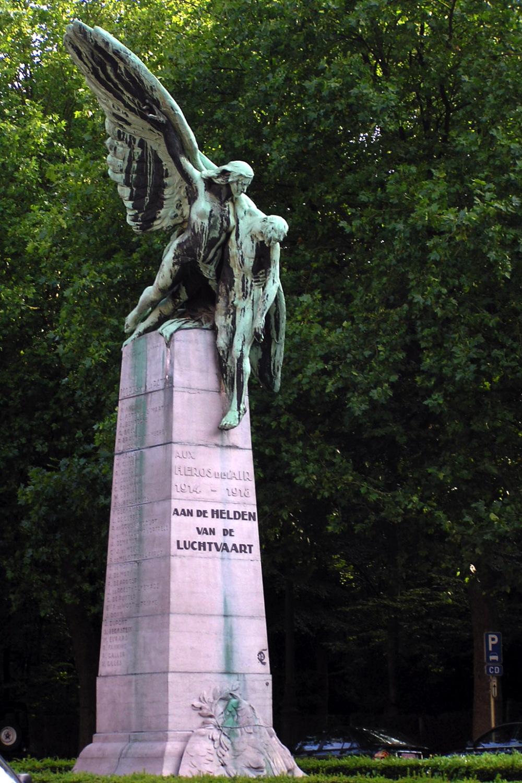 Monument aux aviateurs et aérostiers tombés pendant la guerre (1926), sculpteur Pierre DE SOETE., 2006