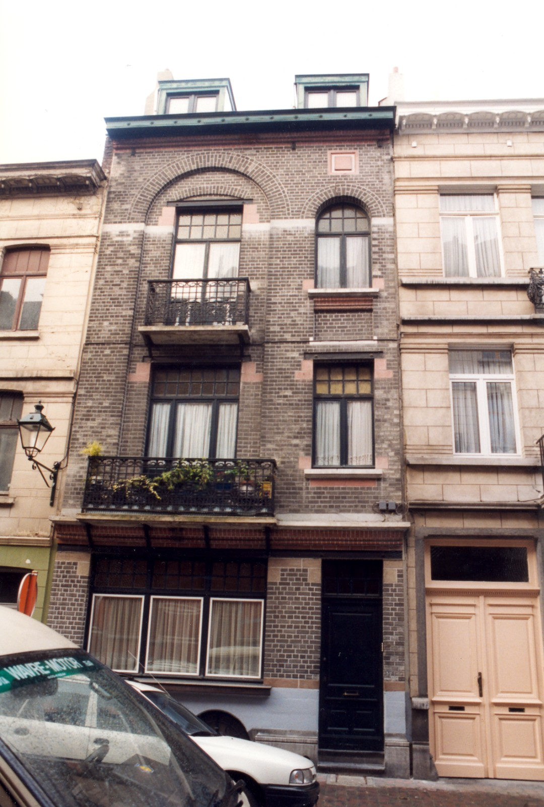 Rue André Hennebicq 37., 1999