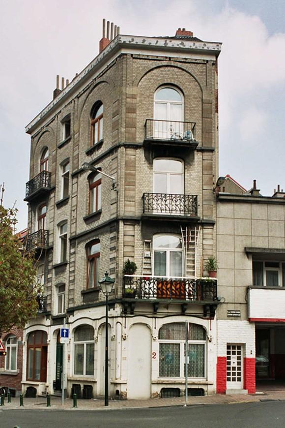 Stenen-Kruisstraat 82-84 en Hermann Dumontplein 2., 2004